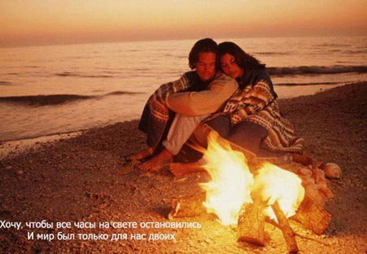 Вся наша жизнь подобна каравану, Любовь бредет сквозь бури и дожди.